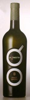 Mooi vormgegeven wijnflessen bij la Ginestra.