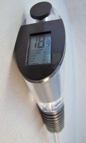 wineperfect, the perferct wine experience, beluchter, wijn temperatuurmeter, wijnfles afsluitdop detail 3