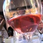 waar koopt de man of vrouw zijn wijn in nederland, bij de supermarkt of bij de slijterij