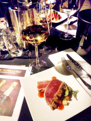 holland casino amsterdam, heerlijk eten en drinken met witte wijn
