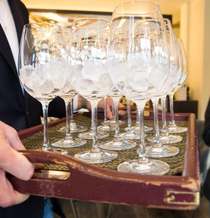Schone glazen en vooral veel glazen zijn er nodig bij wijn en wijnproeverijen