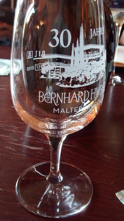 Weingut Bernhard Huber in Baden een wijnglas