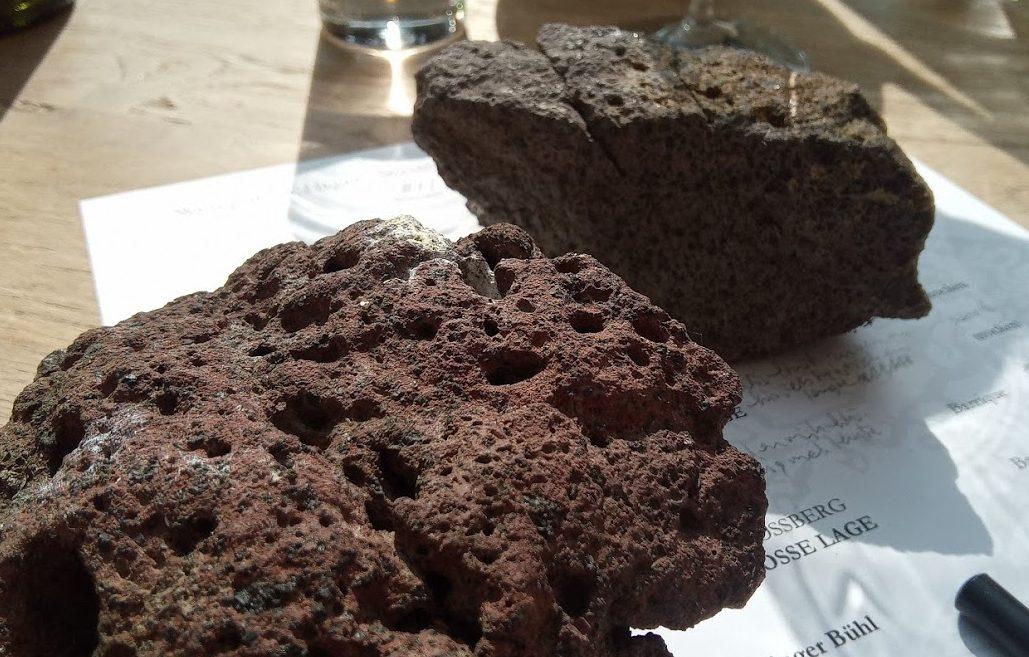 Weingut Dr. Heger in Ihringen de vulkanische stenen in de Vorderer Winklerberg
