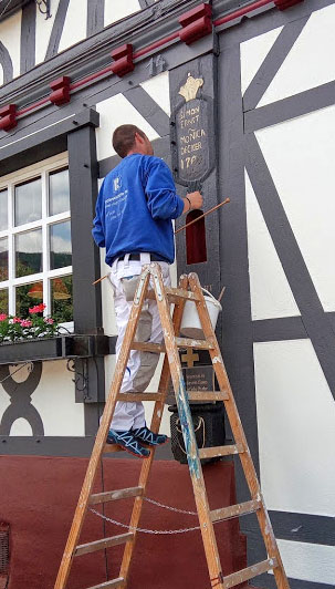 Wijn uit Baden vakwerkhuizen worden nog met de hand beschilderd