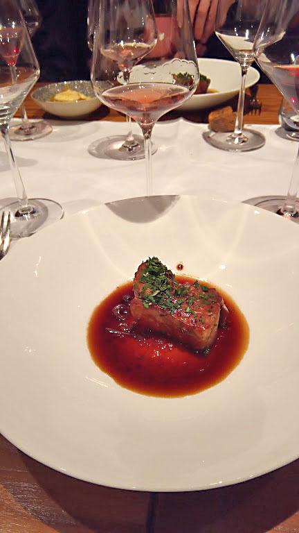 Wijn uit Baden. Heerlijk eten in Freiburg met een rosé die gemaakt is van de Spätburgunder.