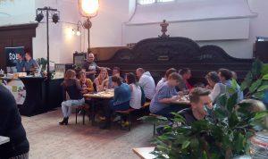Mooie wijnen en gezelligheid op het Wijnfestival Groningen lekker wijn drinken en een gezellige sfeer