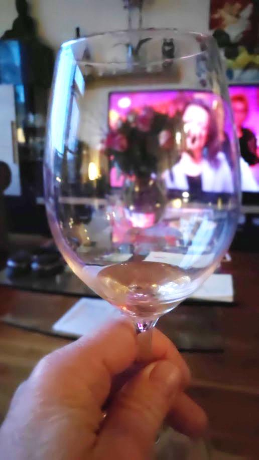 Het Bordeaux wijnglas moet groot zijn en je moet de wijn goed kunnen walsen