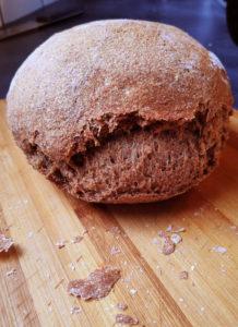 Brood zelf bakken, maar eerst kneden en allemaal handwerk