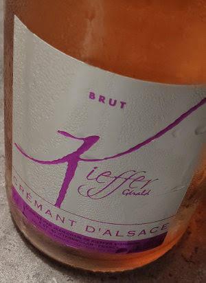 Een droge mousserende wijn noemt men Brut. Brut wijnen komen uit heel Frankrijk, maar de meeste kennen we uit Champagne. Vaak is een Elzas Brut lekkerder