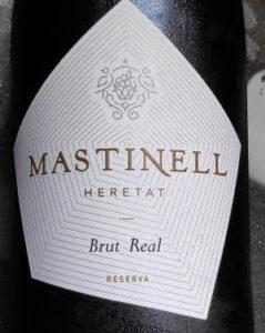 Een Spaanse Cava is geen Spaanse Champagne en wat is de beste Cava. Mastinell Cava is een zeer goede Cava