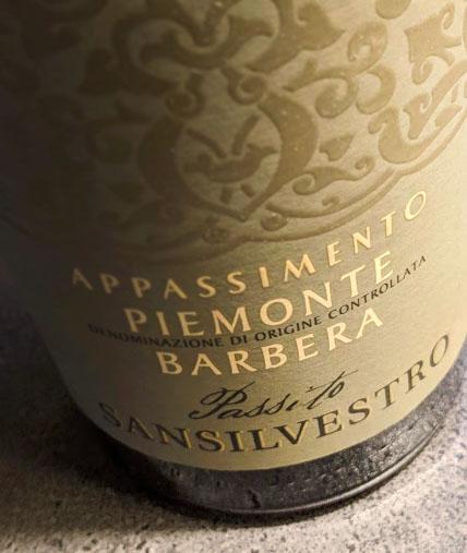 De San Silvestro Barbera Appassimento staat hoog aangeschreven in de Wijngids van Gall & Gall en deze wijn heeft ook een Bronzen Medaille gekregen bij Decanter. Maar ja, deze wijn is niet door wijngekken.nl en dat gaat nu gebeuren.