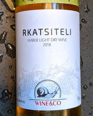 Amber light dry wine van de Rkatsiteli druif uit Georgië