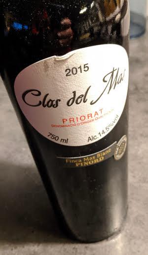 Clos del Mas is een prachtige gecompliceerde wijn uit het kleine wijndistrict Priorat. Priorat is een prachtige wijnstreek in Spanje. Misschien wel dé mooiste wijnstreek? Het ligt verscholen achter Barcelona en qua bekendheid is het ook een verscholen wijnstreek.