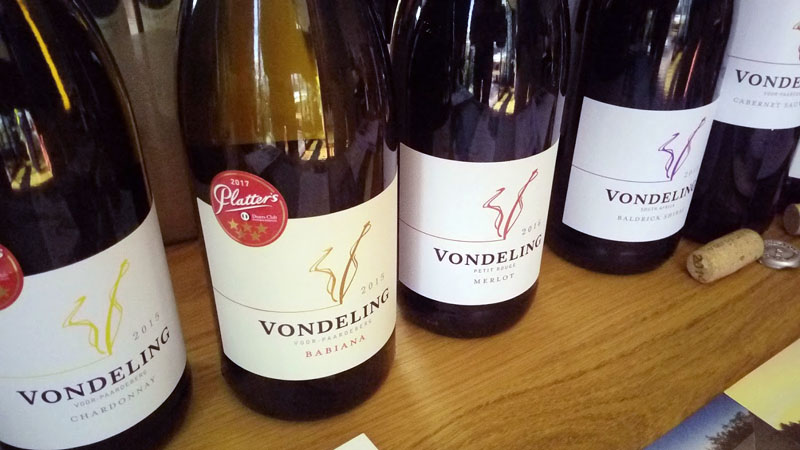 De Zuid-Afrikaanse wijnen zijn gelukkig weer uit de lockdown dus kan er weer geëxporteerd worden. Gelukkig ook voor de Nederlandse wijnmarkt want de voorraden beginnen aardig te slinken.