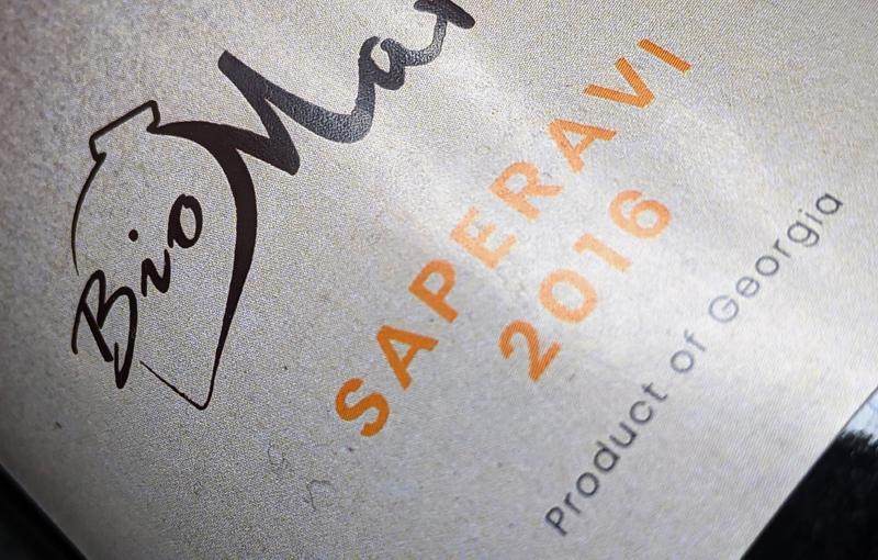 Bij Biomarani hebben ze een prachtige ronde, elegante en toch krachtige Saperavi gemaakt. In de smaak lijkt het wel of deze rode wijn iets van houtrijping heeft gehad, maar zeker weet ik het niet. Wel weet ik dat je met deze wijn een prachtige koop hebt en een wijn die jou niet zal teleurstellen