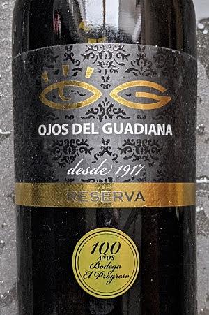Ojos del Guadiana is een rode wijn die al wat op leeftijd is. Het is een reserva uit La Mancha en La Mancha betekent 'betaalbaar'.