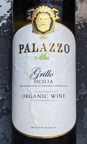De Palazzo Mio Grillo is een aromatische frisse witte wijn en die zijn heerlijk met deze zomerse dagen. Deze wijn van Pallazo heeft ook nog een dik verdiende medaille.