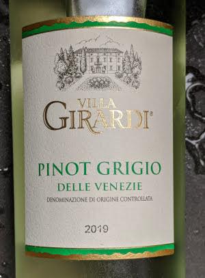 De Villa Girardi Pinot Grigio delle Venezie is een op en top verfijnde Pinot Grigio zoals alleen Italianen de Pinot Grigio kunnen maken.