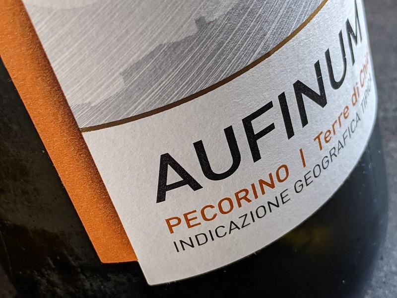 De Aufinum Pecorino komt uit de regio Abruzzen. Deze regio staat bol van mooie wijnen en de Pecorino voelt zich hier helemaal thuis.
