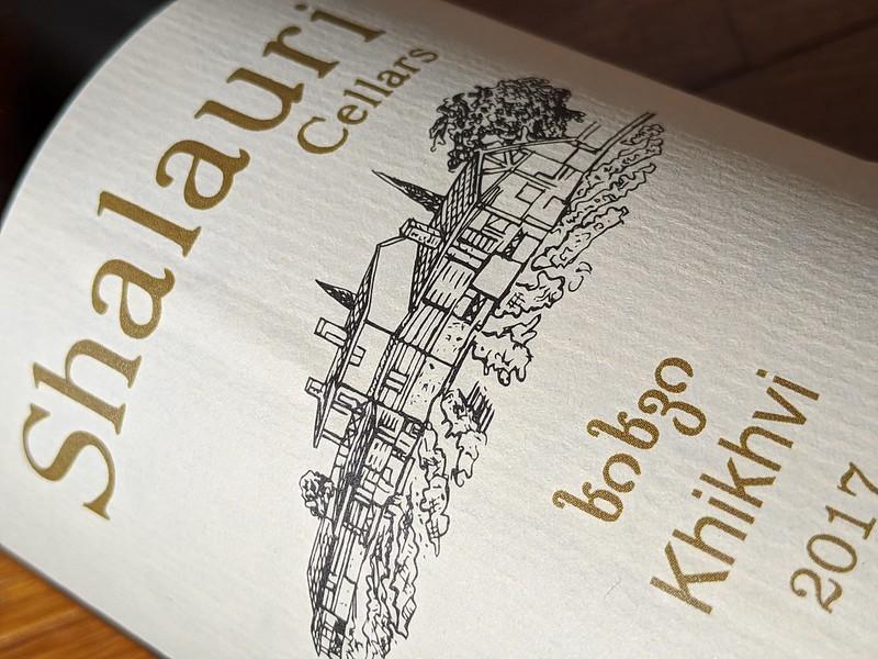 De Shalauri Khikhvi is gemaakt van de Khikhvi druif en komt van Shalauri Cellars. Koningsdag ten top met deze dieporanje wijn.