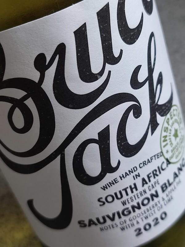 De Bruce Jack Sauvignon Blanc komt uit Westkaap in Zuid-Afrika. De frisse tonen lessen uitgebreid je dorst.